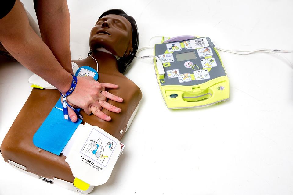 C'est quoi un défibrillateur?